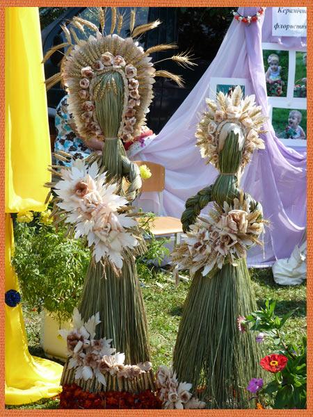 Велика лялька з трави