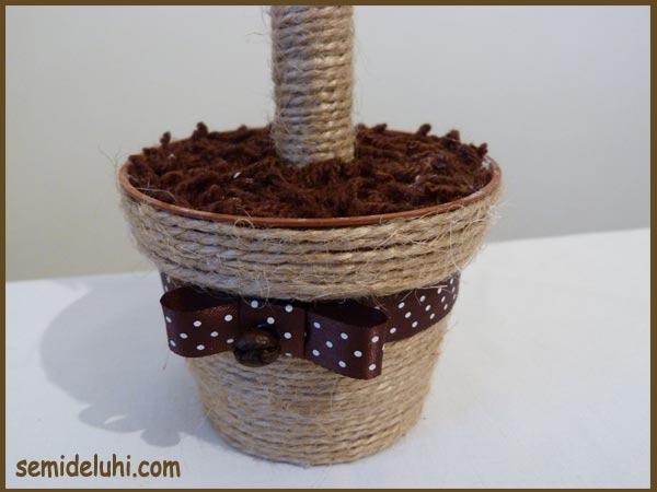 Детские работы: деревья из кофейных зёрен 2