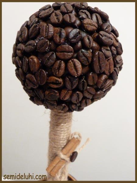 Детские работы: деревья из кофейных зёрен